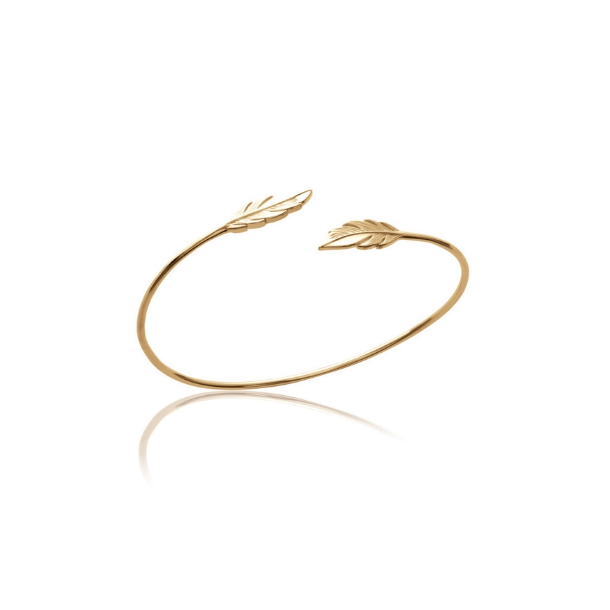 Bracelet jonc Carador motif plumes en plaqué or. Loading zoom
