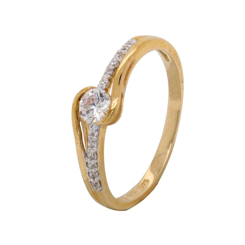 Bague Carador solitaire accompagné fantaisie en or jaune 375/000 et oxydes de zirconium